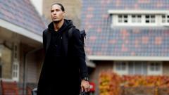 Indosport - Manchester United mungkin perlu mencari bek seperti Virgil van Dijk untuk memperbaiki pertahanan mereka yang tengah jelek.
