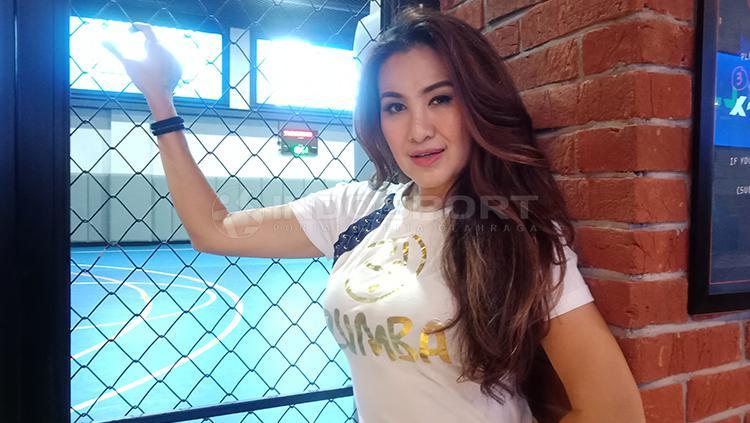 Liza Natalia seorang aktor, model dan penyanyi memutuskan untuk terjun ke olahraga Zumba Copyright: Shintya Anya Maharani/INDOSPORT