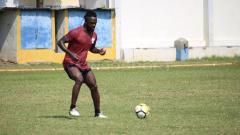 Indosport - Sosok naturalisasi, Esaiah Pello Benson yang kini sedang trial di Sriwijaya FC.
