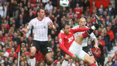 Eks Manchester United, Dimitar Berbatov, tidak yakin mantan klubnya itu akan finis empat besar di Liga Primer Inggris 2019/20. - INDOSPORT