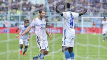 Ezechiel mencetak gol melalui penalti. - INDOSPORT