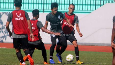 Tim PSIS Semarang saat latihan di Stadion Moch Soebroto, Magelang. - INDOSPORT
