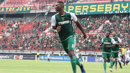 Amido Balde melakukan selebrasi usai cetak gol - INDOSPORT