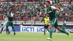 Indosport - Otavio Dutra melakukan selebrasi usai cetak gol
