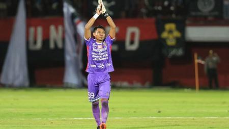 Kiper Bali United Wawan Hendrawan tampil sangat menawan di Liga 1 2019. - INDOSPORT