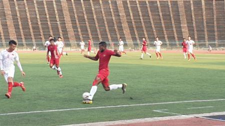 Marinus Wanewar menggiring bola. - INDOSPORT