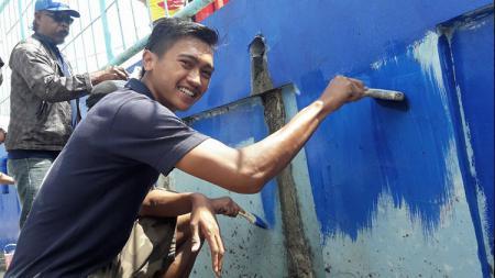 Gelandang Arema FC, Jayus Hariono, diminta tampil konsisten usai mendapatkan jaminan turun untuk menghadapi Tira-Persikabo pada Kamis (24/10/19). - INDOSPORT