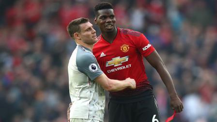 James Milner dan pemain bintang Manchester United,Paul Pogba berpelukan usai laga.