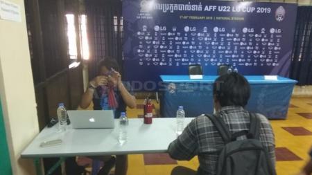 Ruang konferensi pers di Stadion Olimpiade Phnom Penh - INDOSPORT
