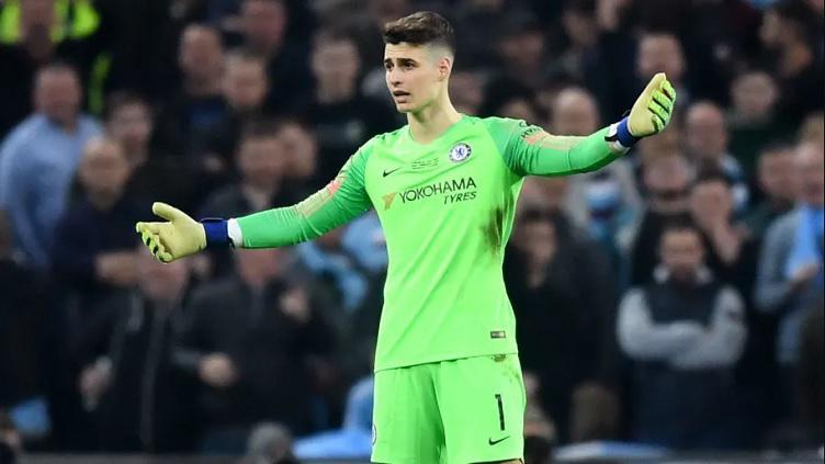 Kiper Chelsea yang menolak digantikan di final Piala Liga Inggris melawan Manchester City Copyright: 90min