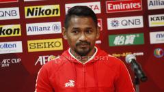 Indosport - Pemain Persija Ramdani Lestaluhu saat acara jumpa pers jelang laga Piala AFC grup G antara Persija vs Becamex Binh Duong di Hotel Sultan, Jakarta, Senin (25/02/18).