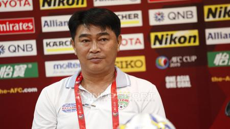 Pelatih Becamex Binh Duong Tran Minh Chien pada acara jumpa pers jelang laga Piala AFC grup G antara Persija vs Becamex Binh Duong di Hotel Sultan, Jakarta, Senin (25/02/18). - INDOSPORT