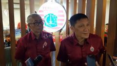 Indosport - Ferry Paulus (presiden klub) dan Kokoh Alfiat (direktur umum).