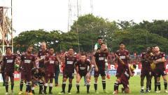 Indosport - Segenap pemain PSM Makassar berpose di Stadion Mattoangin.