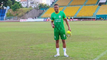 Pemain asal Brasil yang tengah memperkuat klub Vietnam, Becamex Binh Duong, Wander Luiz, ternyata sudah 'resmi' merapat ke klub Liga 1, Persib Bandung. - INDOSPORT