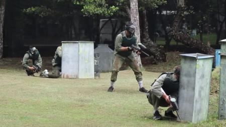 Stapac Jakarta saat sedang memainkan paintball. - INDOSPORT