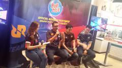Indosport - PT Indofood CBP Sukses Makmur TBK (Indofood CBP) lewat brand Pop Mie menyatakan dukunganya kepada dua tim elektronik sports (esports) ternama di Indonesia, EVOS dan Rex Regum Qeon (RRQ)