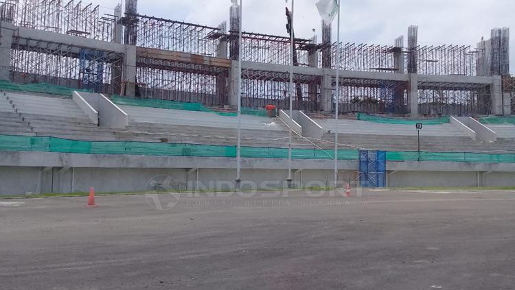 Progres pembangunan Stadion Manahan Copyright: Ronald Seger/INDOSPORT