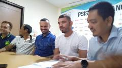 Indosport - Wallace Costa resmi berseragam PSIS Semarang.