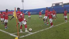 Indosport - Tim Semen Padang jalani latihan di Stadion Kanjuruhan