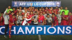 Indosport - Aksi selebrasi Timnas Indonesia U-22 merayakan kemenangan sebagai juara Piala AFF U-22