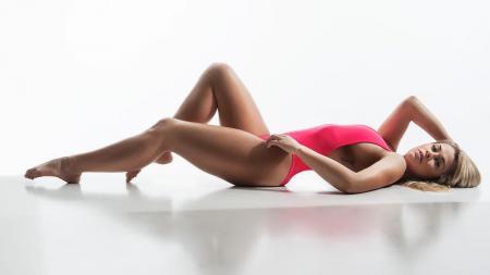 Petarung wanita Mixed Martial Arts (MMA), Paige VanZant, menemukan cara sendiri untuk tetap bugar saat berada dalam isolasi karena virus Corona. - INDOSPORT