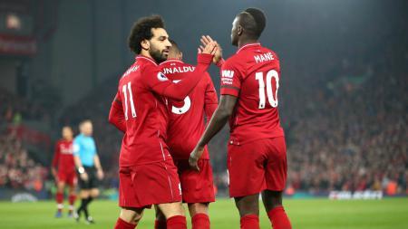 Selebrasi pemain Liverpool Mohamed Salah dan Sadio Mane usai gol ke gawang Watford tercipta, Kamis (28/02/19). - INDOSPORT