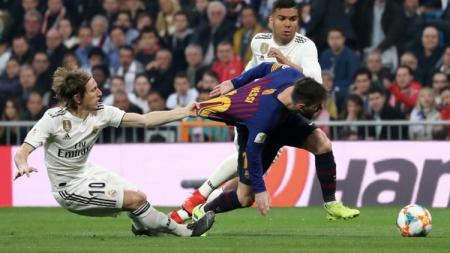Luka Modric menarik kostum Lionel Messi - INDOSPORT