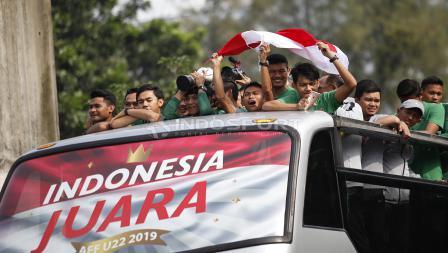 Arak-arakan Timnas Indonesia U-22 dari hotel sultan menuju Istana Negara, Kamis (28/02/19).