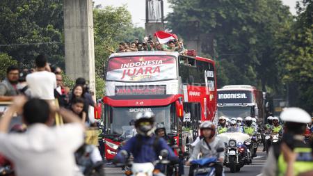 Arak-arakan Timnas Indonesia U-22 dari hotel sultan menuju Istana Negara, Kamis (28/02/19). - INDOSPORT
