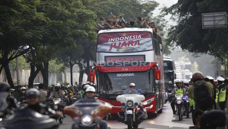 Bis arak-arakan Timnas Indonesia juara Piala AFF U-22 2019 dari hotel sultan menuju Istana Negara, Kamis (28/02/19).