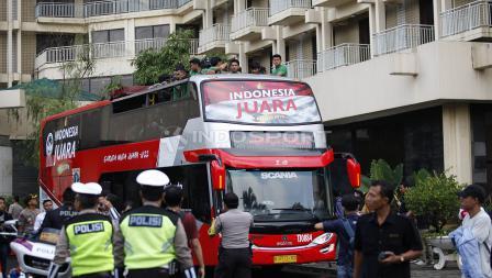 Bis arak-arakan Timnas Indonesia U-22 siap berangkat menuju Istana Negara dari hotel sultan, Kamis (28/02/19).