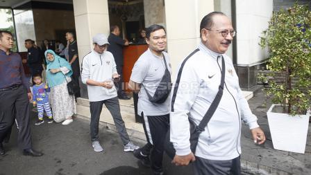 Dokter Timnas Indonesia U-22, Syarif Alwi Maruapey siap akan melakukan arak-arakan menuju Istana Negara dari hotel sultan, Kamis (28/02/19).