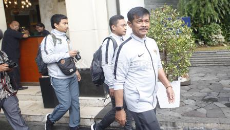 Pelatih Timnas Indonesia U-22, Indra Sjafri siap akan melakukan arak-arakan menuju Istana Negara dari hotel sultan, Kamis (28/02/19).