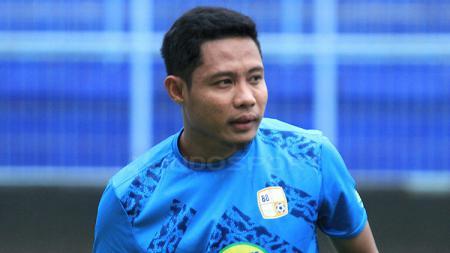 Gelandang Barito Putera, Evan Dimas Darmono, dalam sesi latihan tim menjelang laga Liga 1 2019. - INDOSPORT