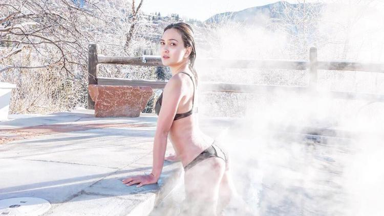 Pose Yoga Nyleneh Bareng Suami Shandy Aulia Kena Nyinyiran Netizen Indosport