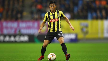 Pemain klub Vitesse Arnhem yang memiliki keturunan Indonesia, Navarone Foor, menunjukkan kepedulian terhadap gempa bumi yang terjadi di Ambon pada Kamis (26/09/19) kemarin. - INDOSPORT