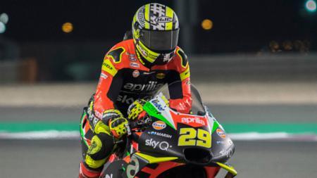 Pembalap tim Aprilia Racing, Andrea Iannone mengungkapkan salah satu penyesalan terbesarnya selama meniti kariernya ialah meninggalkan Ducati Team. - INDOSPORT
