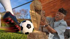 Indosport - Sang pencipta ogah nonton bola hingga terbuat dari kayu