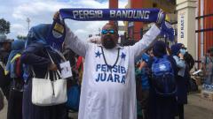 Indosport - Fans Unik Persib yang mirip Syekh Puji.