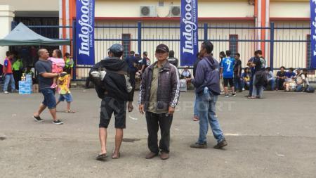 Situasi depan Stadion Si Jalak Harupat jelang laga pembuka Piala Presiden, Persib Bandung vs Tira Persikabo. - INDOSPORT