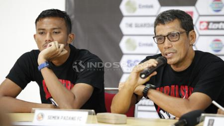 Pelatih Semen Padang, Weliansyah, pada acara jumpa pers. - INDOSPORT