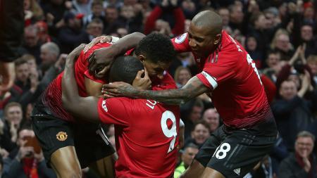 Selebrasi pemain Manchester United usai menang atas Southampton, Sabtu (02/03/90). - INDOSPORT