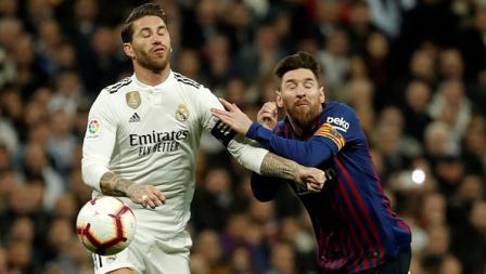 Duel antar kapten dalam laga bertajuk El Clasico, Sergio Ramos dari Real Madrid (kiri) dan Lionel Messi andalan Barcelona.