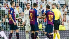 Indosport - Kemurkaan tak bisa disembunyikan Ronald Koeman yang menyebut sebab utama Barcelona urung menangi LaLiga Spanyol bukan karena Real Madrid tapi pihak ketiga alias wasit.