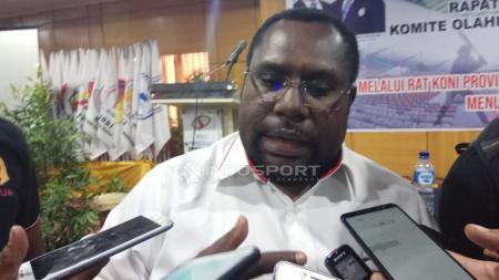 Sekretaris Umum KONI Papua, Kenius Kogoya mengatakan pihaknya sudah gencar melengkapi kebutuhan atlet untuk pemusatan latihan (TC). - INDOSPORT