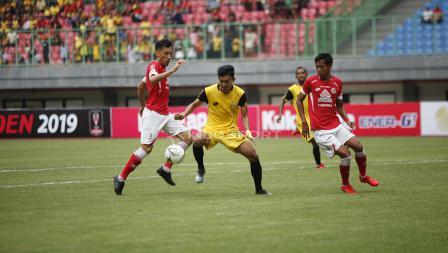 Bhayangkara FC vs Semen Padang.