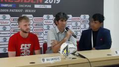 Indosport - Stefano Cugurra Teco usai pertandingan melawan Mitra Kukar beri konferensi pers.