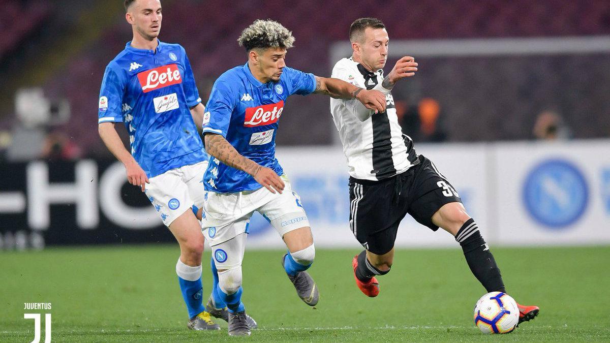 Pertarungan pemain Juventus dan Napoli di pekan ke-26 Liga Italia, Senin (04/03/19). Copyright: Juventus