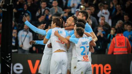 Selebrasi gol Mario Balotelli bersama pemain Marseille lainnya, Senin (04/03/19). - INDOSPORT